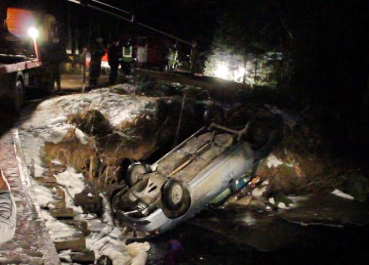 В Вологодской области машина перевернулась в реку: погибли четверо