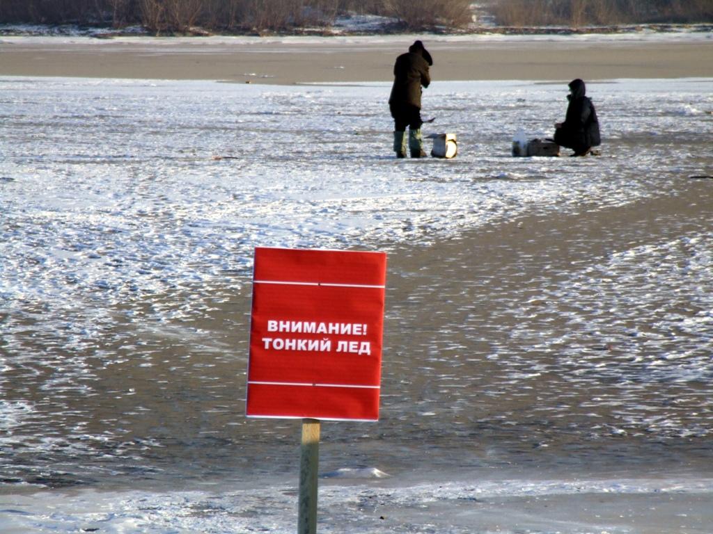 Ходить по льду реки Вологды еще опасно