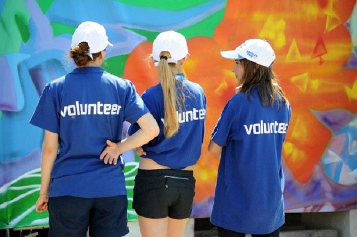 Часть услуг социальных работников передадут волонтерам
