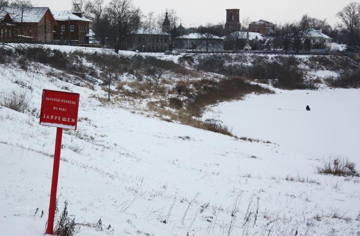 Быть осторожными при выходе на лёд просят спасатели вологжан