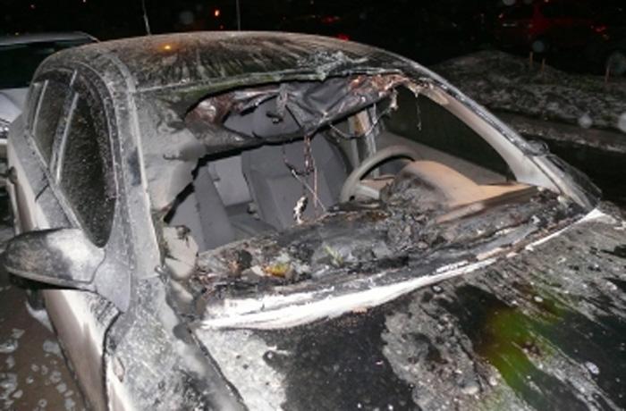 Иномарка сгорела в Вологде по неизвестной причине