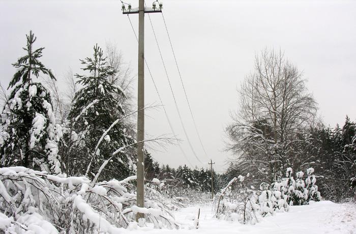 32 мобильные бригады филиала МРСК Северо-Запада «Вологдаэнерго» за выходные восстановили электроснабжение, нарушенное порывистым ветром, метелью и налипанием снега на провода
