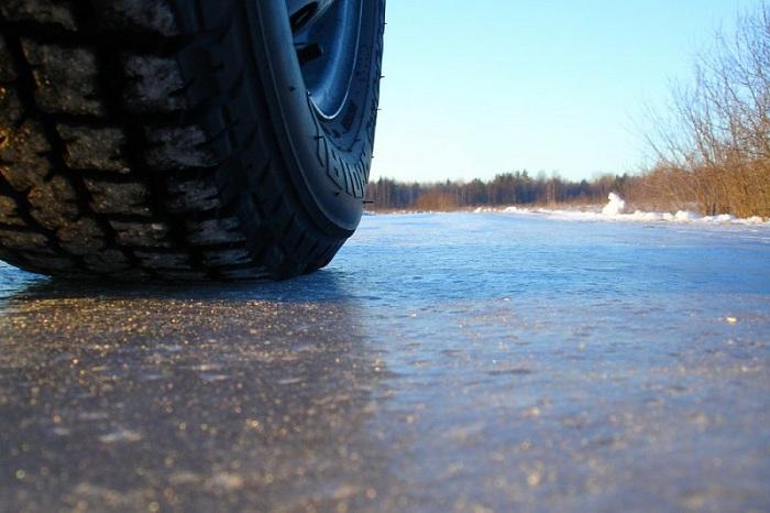 В Череповце «Субару» провалилась под лед: водитель «обмыл» покупку автомобиля