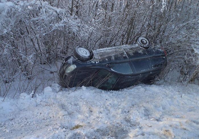 В Вологодской области пьяный водитель КАМАЗа столкнул в кювет «Опель»