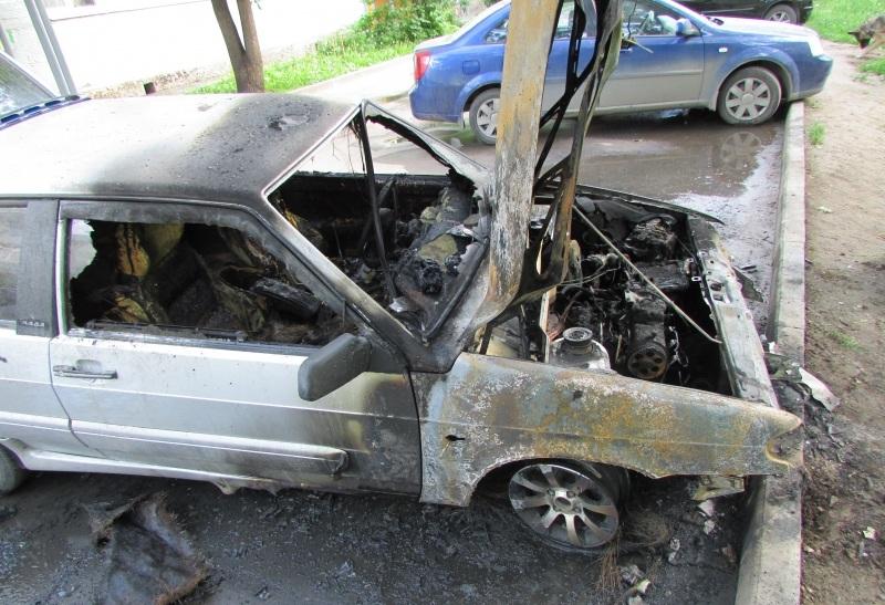 За поджог машины соседа вологжанина приговорили к условному сроку