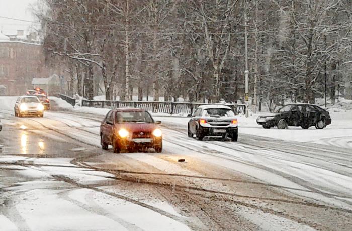 Из-за снегопада в Вологде стало больше ДТП
