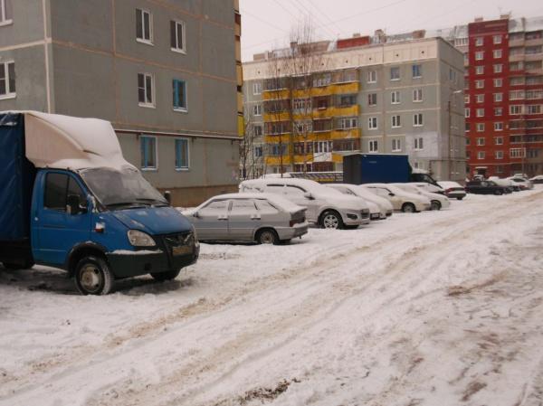 Не убирают дворы на Ленинградской