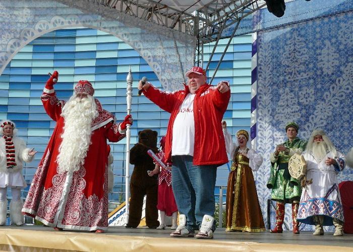 Певец Сергей Крылов спел с Дедом Морозом и предложил провести в Вологде Молочный фестиваль