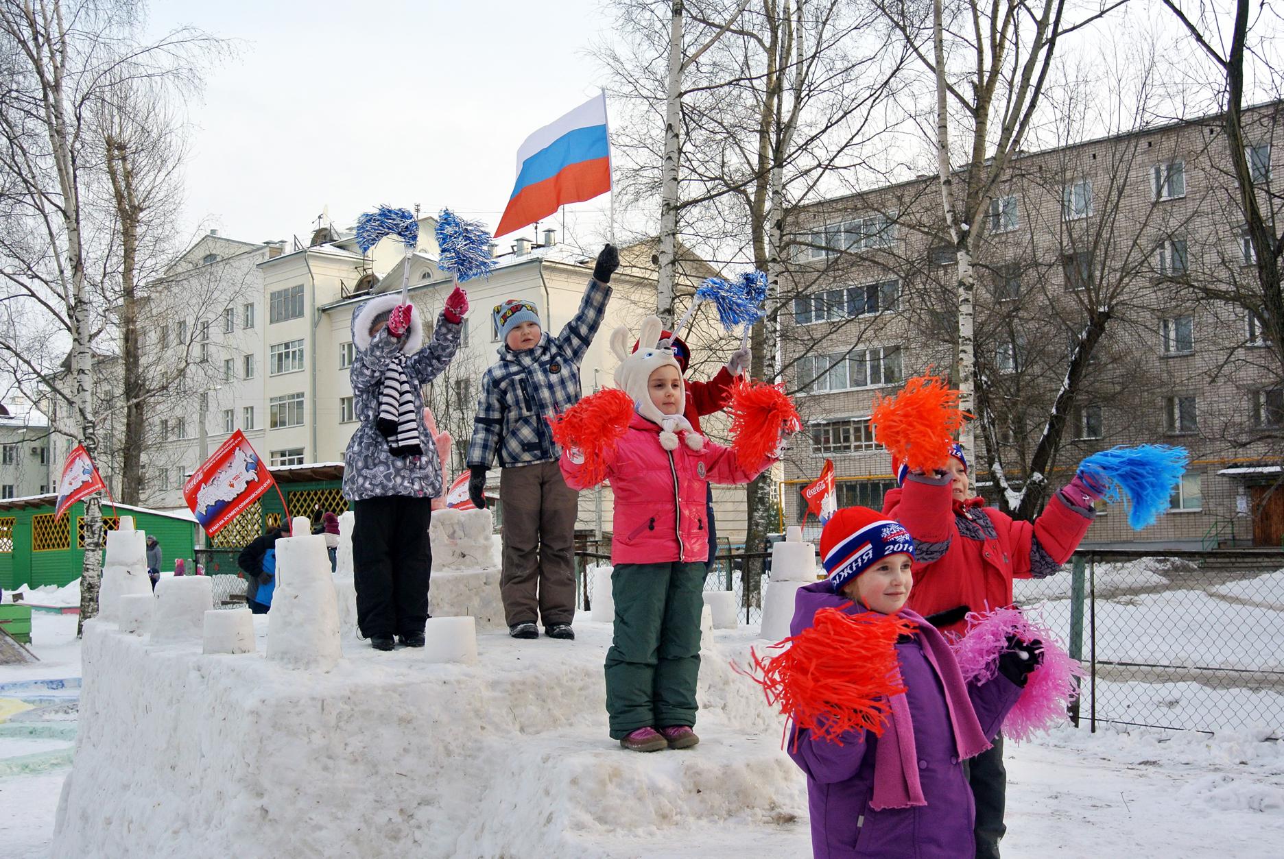 Снежную «Чашу Олимпийского огня» слепили  в детском саду в Вологде