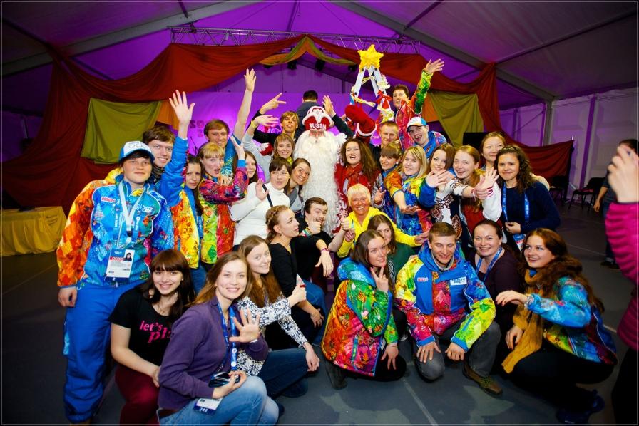 Дед Мороз встретился с волонтерами Олимпийских игр