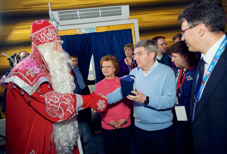 Дед Мороз попросил президента МОК сделать лапту олимпийским видом спорта
