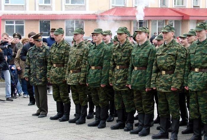 Российские призывники смогут выбирать: два года по контракту или год по призыву