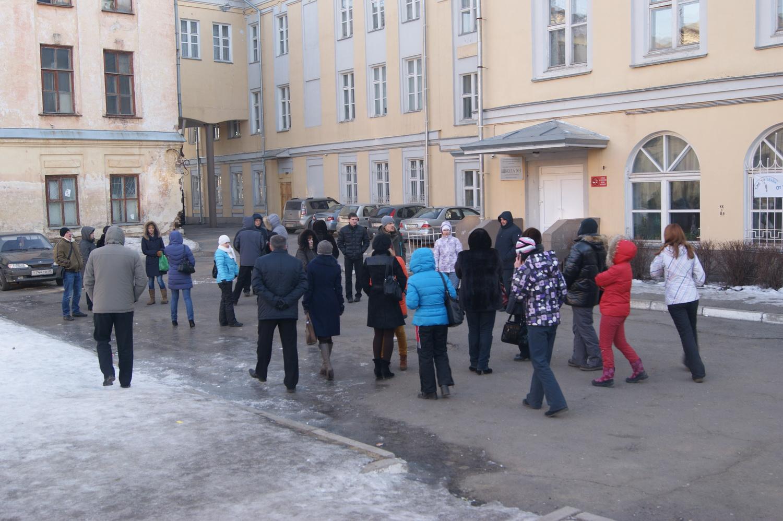 В Вологде родители будущих первоклашек опять дежурили ночью, чтобы подать заявления в школу