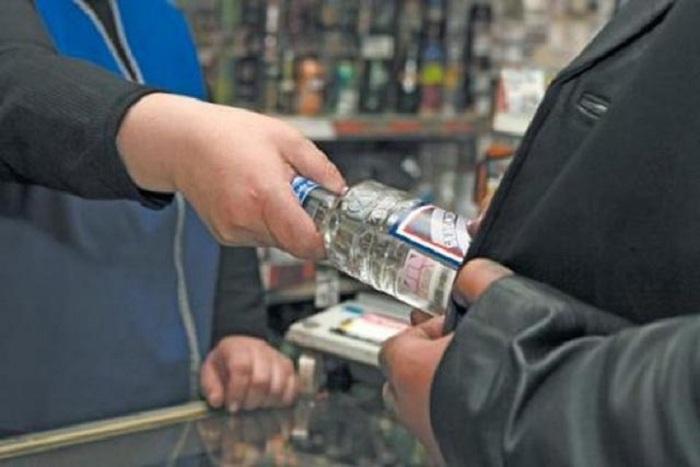 Пенсионерка организовала незаконную торговлю водкой и портвейном в Вологодской области