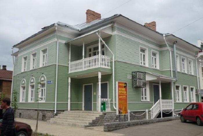 """В Вологде за долги арестовали здание, в котором располагается музыкальный клуб """"Харди-Гарди"""""""