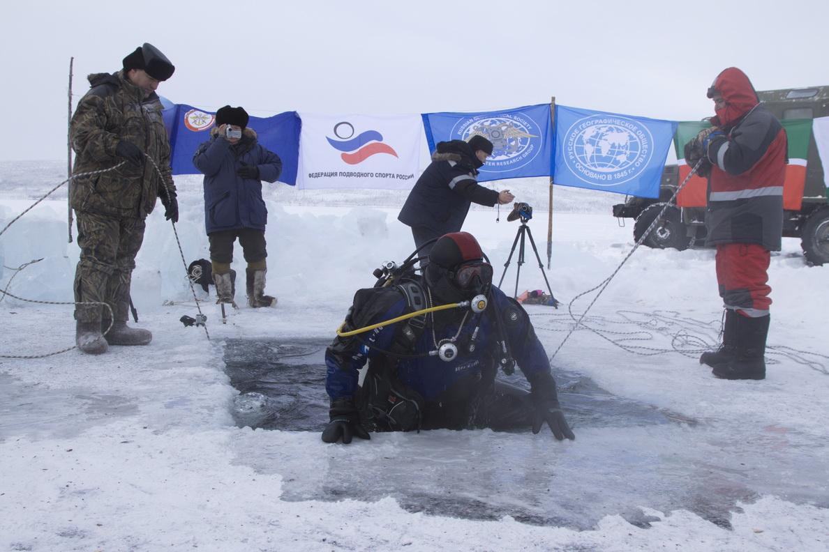 Череповецкий дайвер погрузился в озеро на полюсе холода