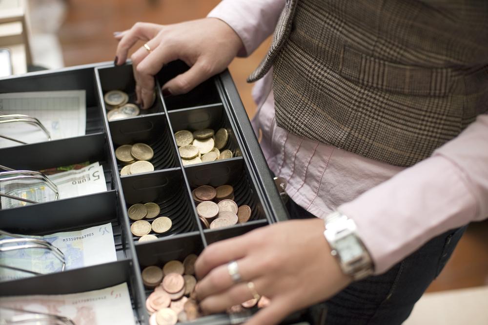 Полицейские задержали мошенника-фокусника, обманувшего продавцов в Вологодской области