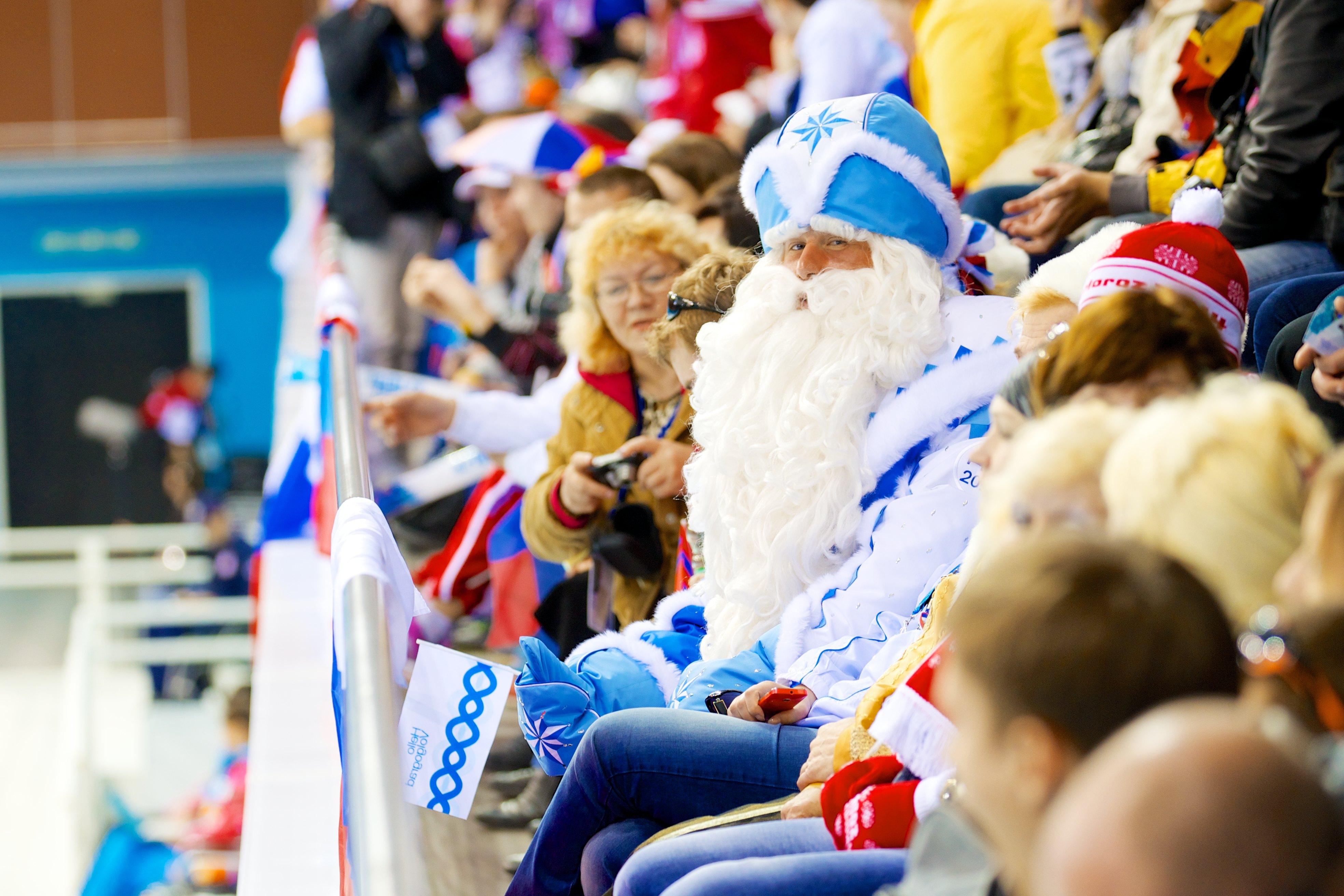 Дед Мороз поддержал российских керлингистов в Сочи