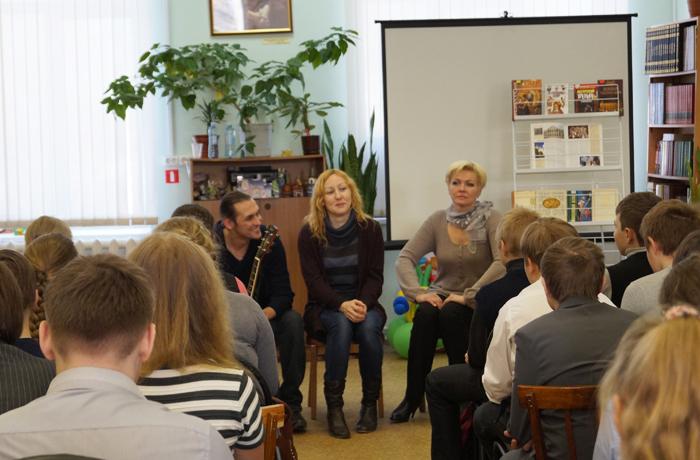 Актеры вологодского ТЮЗа рассказали школьникам о своей профессии