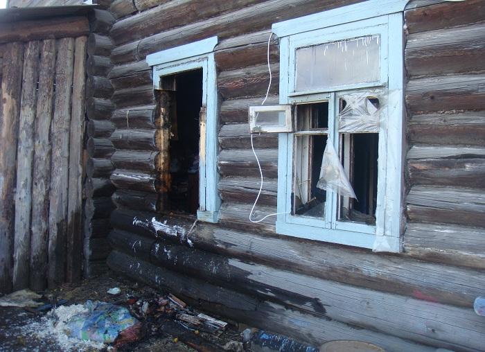 В Вологде пожарные вынесли из огня ребенка-инвалида, который был дома один