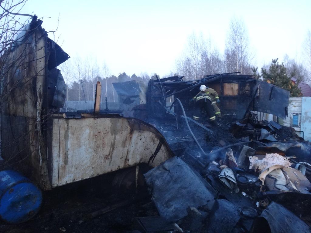 Три человека погибли при пожаре в вагончике в вологодской деревне