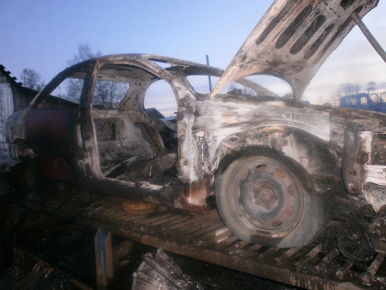 В Череповецком районе сварщики случайно сожгли иномарку во время ремонта