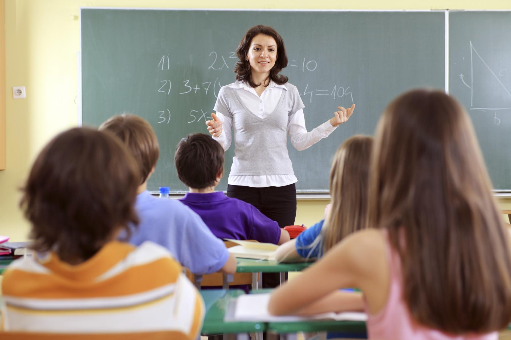 Сельским учителям в Вологодской области разрешили не возвращать подъемные по двум причинам
