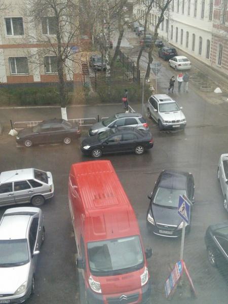 Парковка на пешеходном переходе в центре