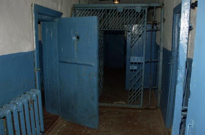 В Вологодской области замначальника колонии вымогал у заключённого взятку за освобождение по УДО