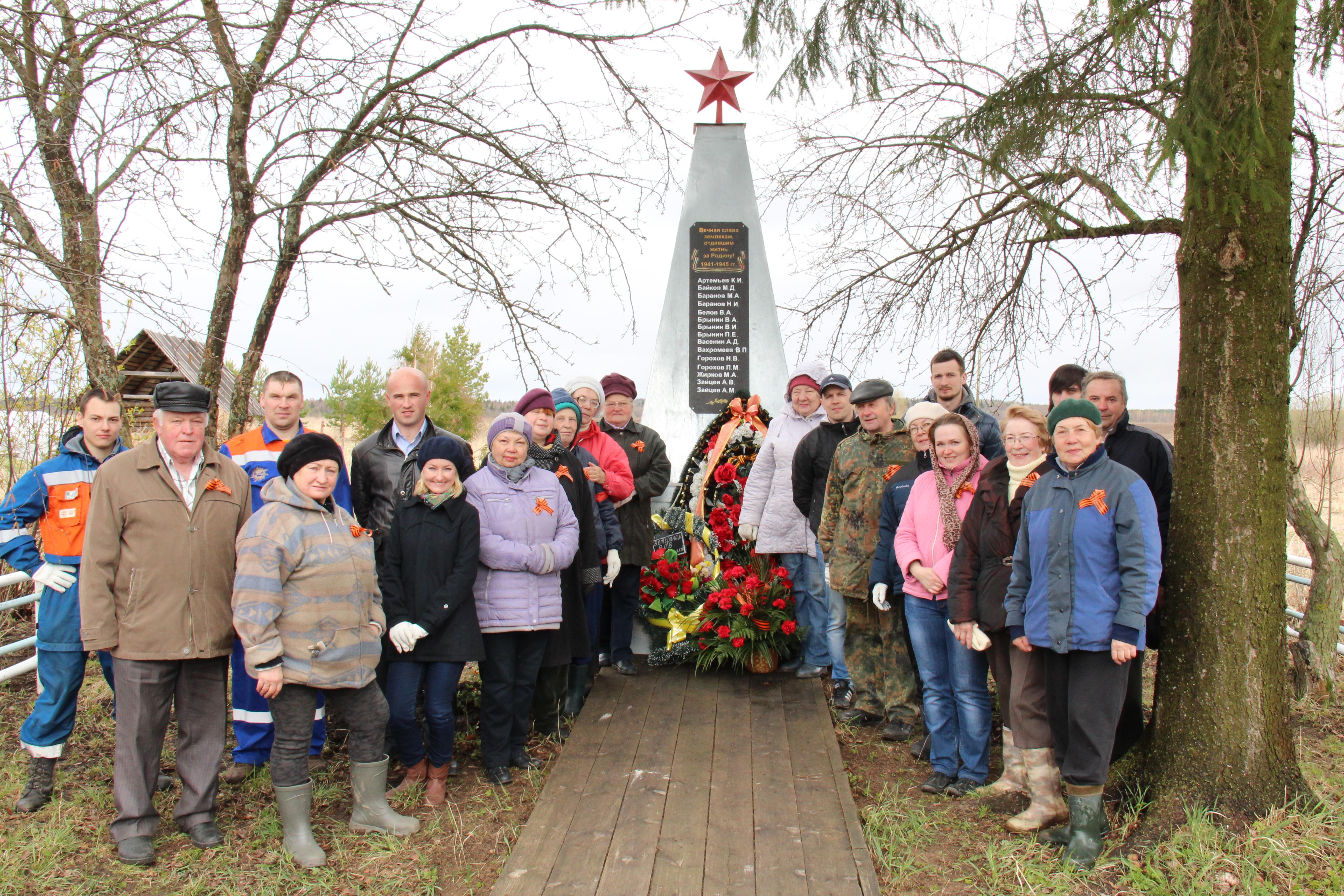 «Вологдаэнерго» провело предпраздничный субботник у подшефного обелиска воинской славы