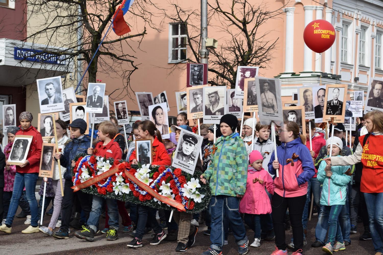 """Около двух тысяч вологжан прошли с портретами солдат в колонне """"Бессмертного полка"""""""