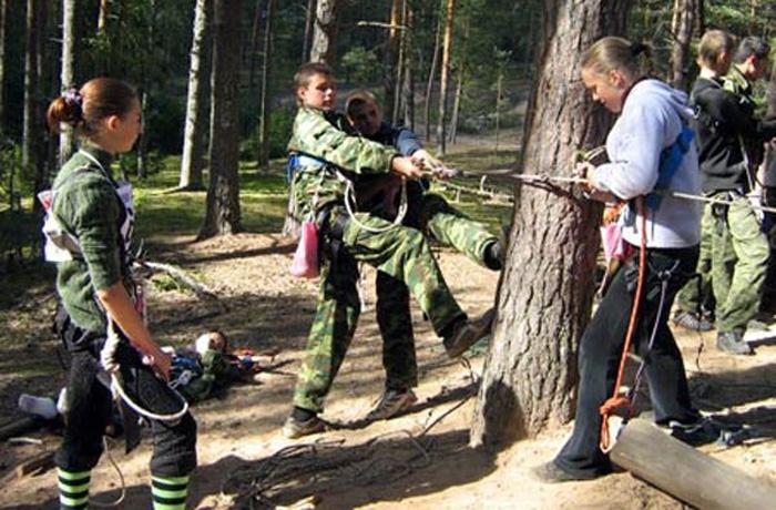 Вологодских школьников закидали в лесу дымовыми шашками