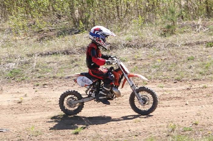 6-летний мотоциклист выиграл первенство Вологодской области по кантри-кроссу