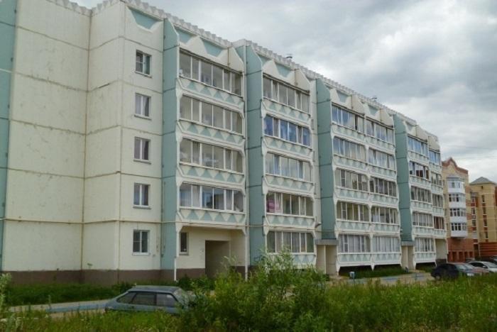 Женщина выпала с балкона в Череповце