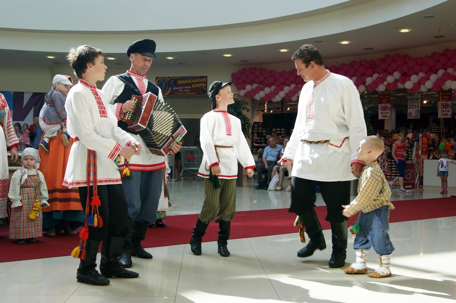 Показ фольклорных костюмов прошёл в Вологде