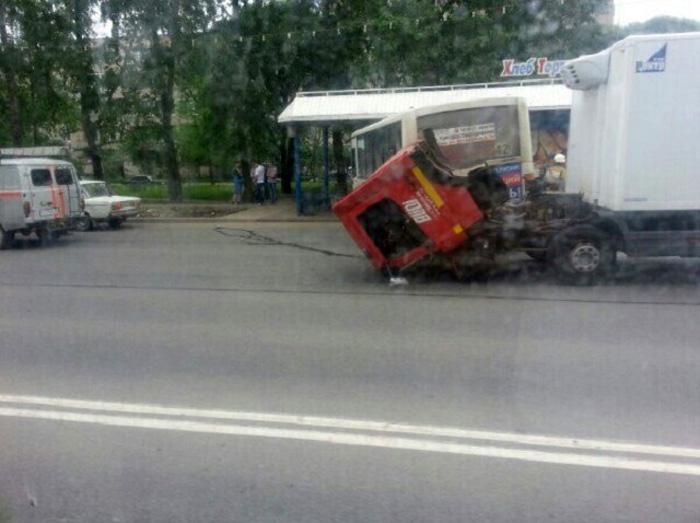 Ученик автошколы спровоцировал ДТП с участием пассажирского автобуса в Вологде