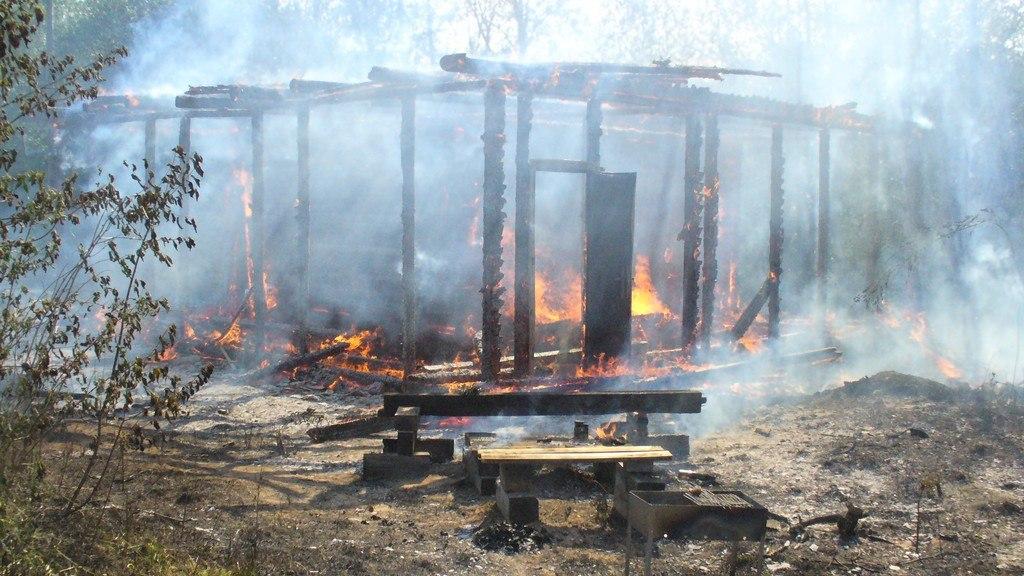 В вологодской деревне  дом сгорел дотла во время ремонта