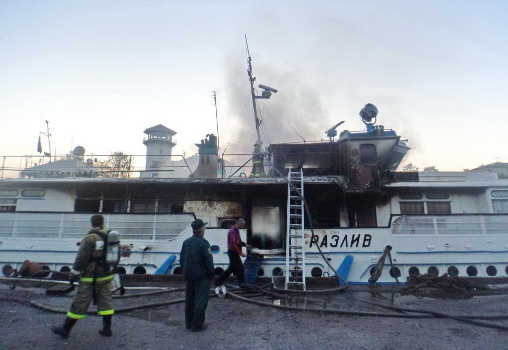 Загоревшийся в Вологодской области теплоход должен был принять участие в фестивале «Онего»
