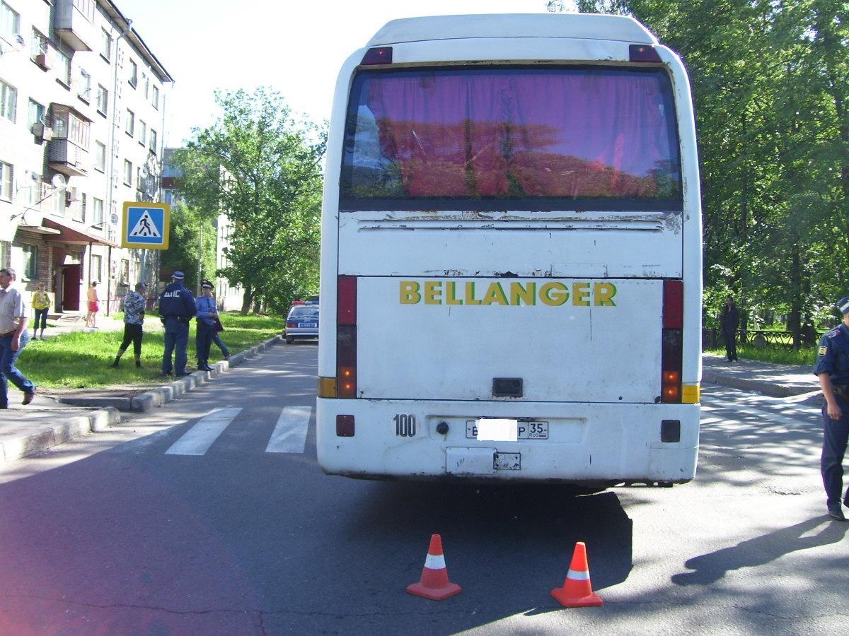 В Череповце автобус насмерть сбил женщину на пешеходном переходе