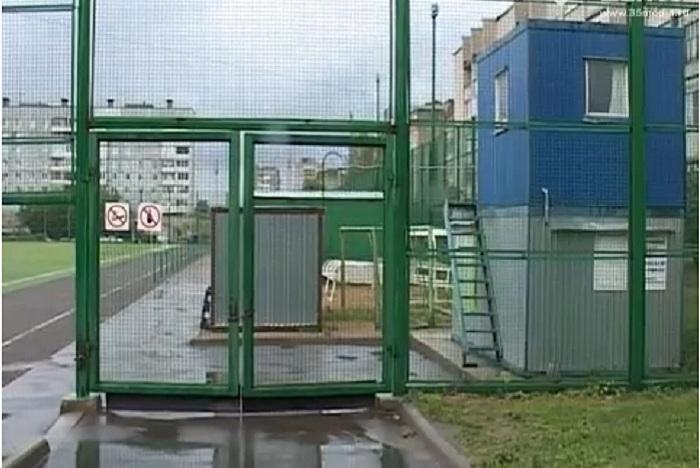 В Череповце школьные стадионы закрывают на ключ от местных жителей