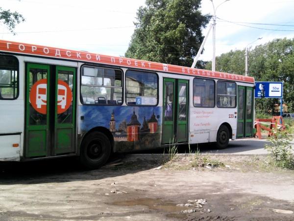 Весёлым автобусом управляет