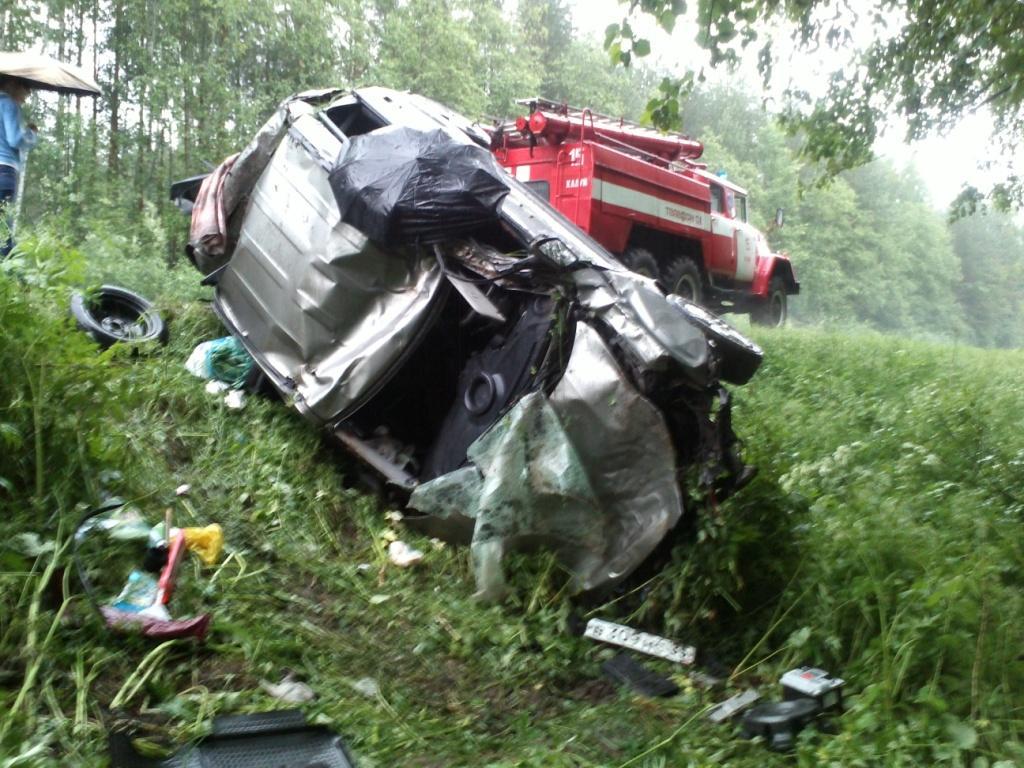 Две машины улетели в кювет на дорогах Вологодской области