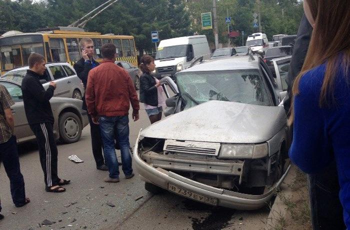 В Вологде в результате ДТП на Горького пострадали три человека