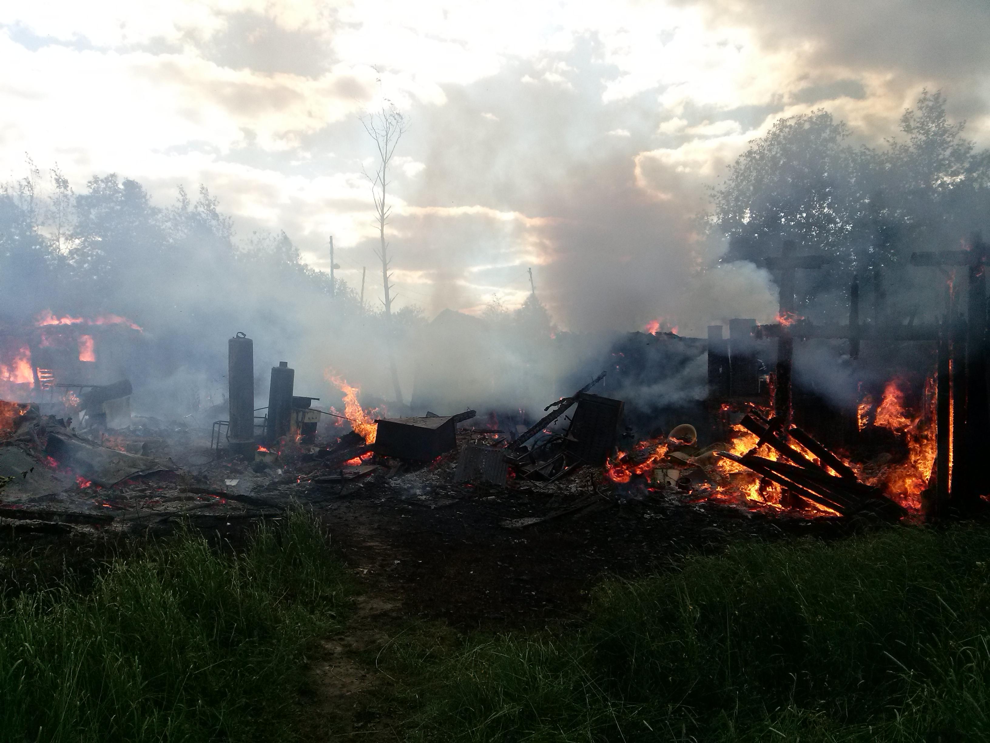 Пожар площадью 160 кв.м. тушили под Вологдой