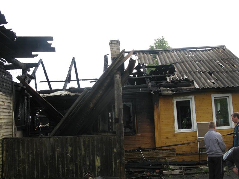 В Вологодской области молния оставила пенсионеров без крыши над головой