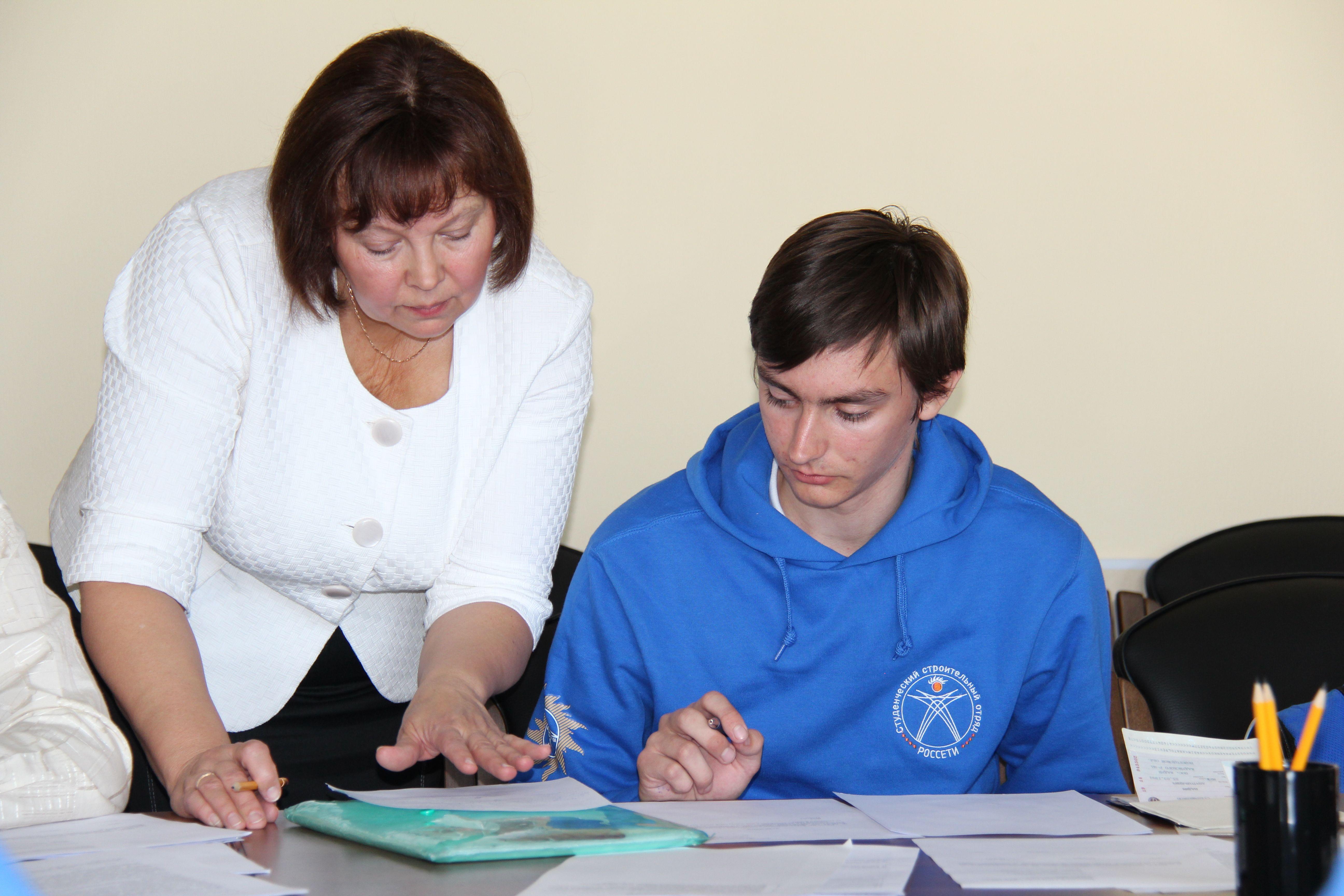«Вологдаэнерго» официально принял на работу студенческий строительный отряд «Вологдаэнерго-2014», в который вошли учащиеся ВГУ