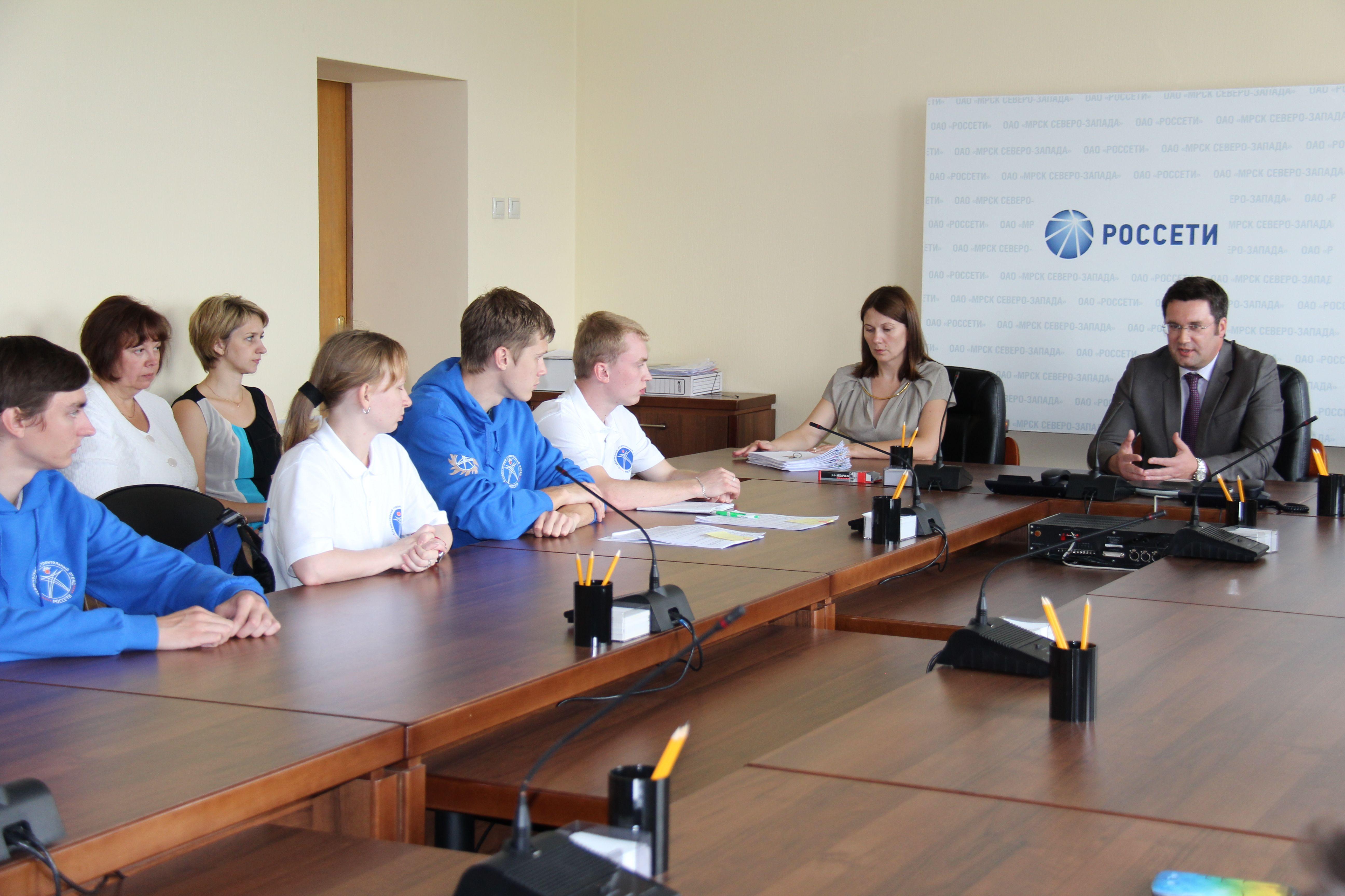 Директор  «Вологдаэнерго» Андрей Киселёв призвал стройотрядовцев к строгому соблюдению техники безопасности и трудового распорядка