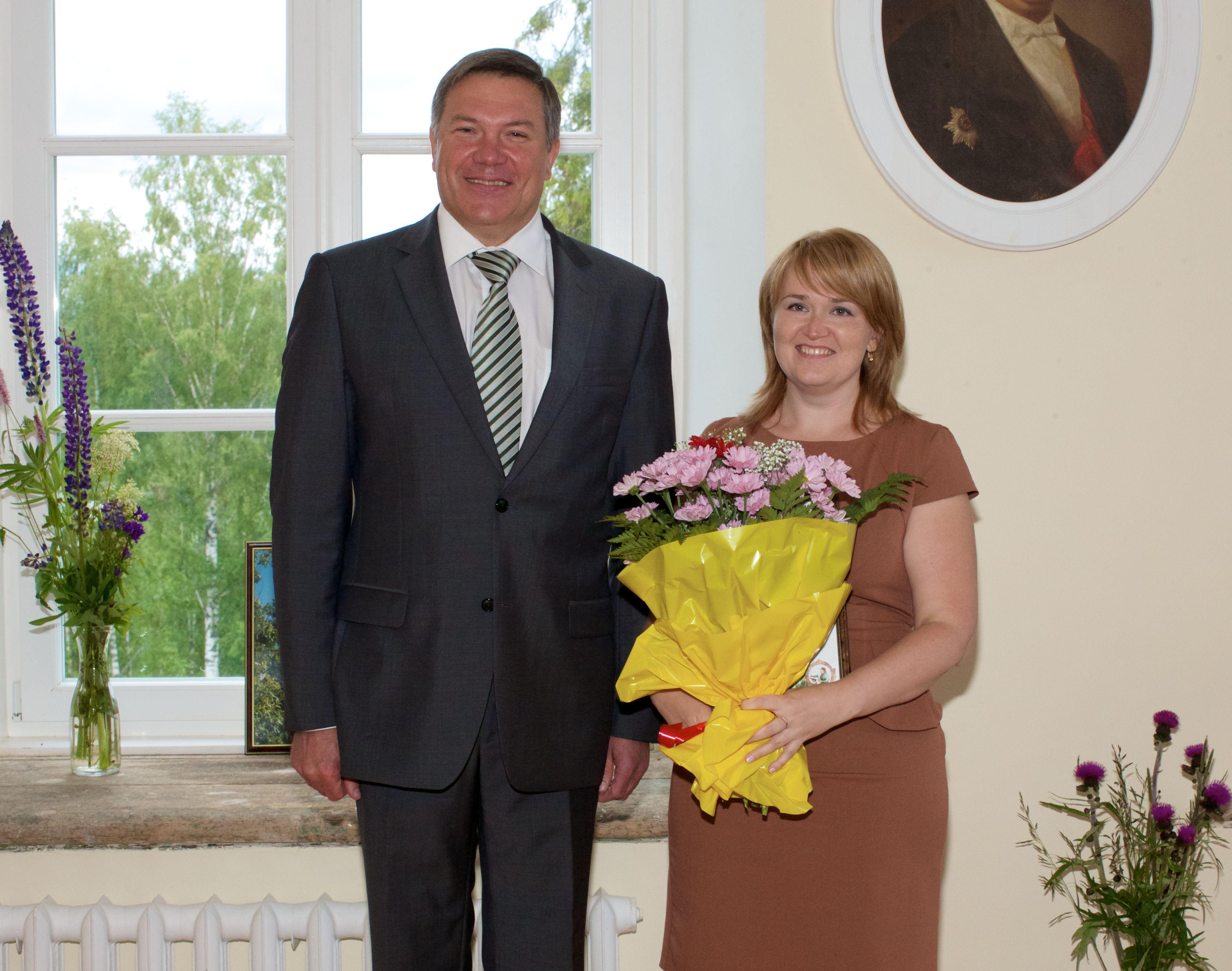 Олег Кувшинников наградил председателя Совета молодежи «Вологдаэнерго» за вклад в реализацию молодежной политики