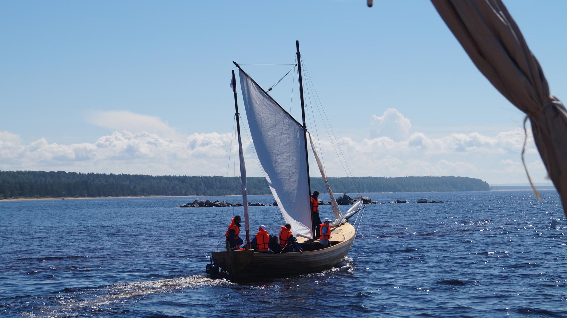 Валентина Матвиенко и Владимир Пучков прокатились на лодке, сделанной детьми
