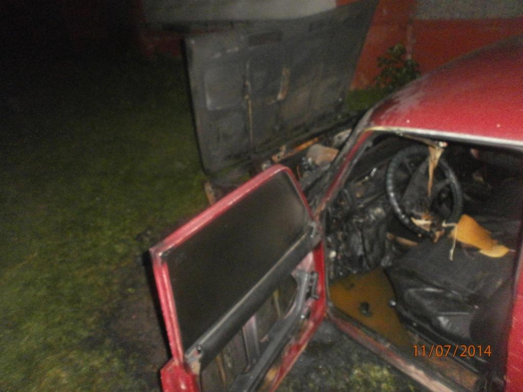 В Череповецком районе подожгли автомобиль